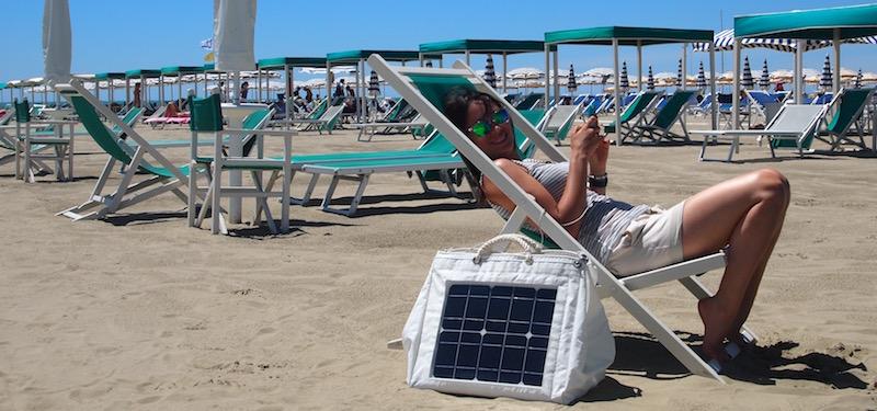 Borsa solare per ricaricare smartphone
