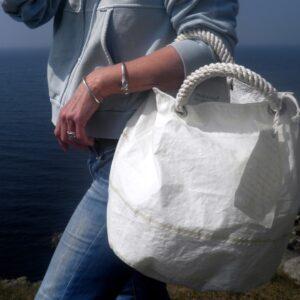 Conchiglia borsetta con mancici di cotone e manicoa spalla in cotone e pelle staccabile