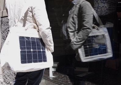 Borse con pannelli solari in vela riciclata