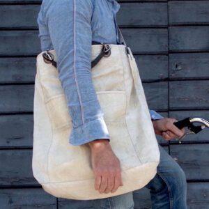 Grande sacca con tracolla e manici di pelle