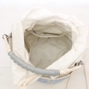 interno in vela riciclata con quattro tasche