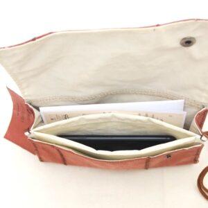 interno in vela riciclata con tasca e due scomparti