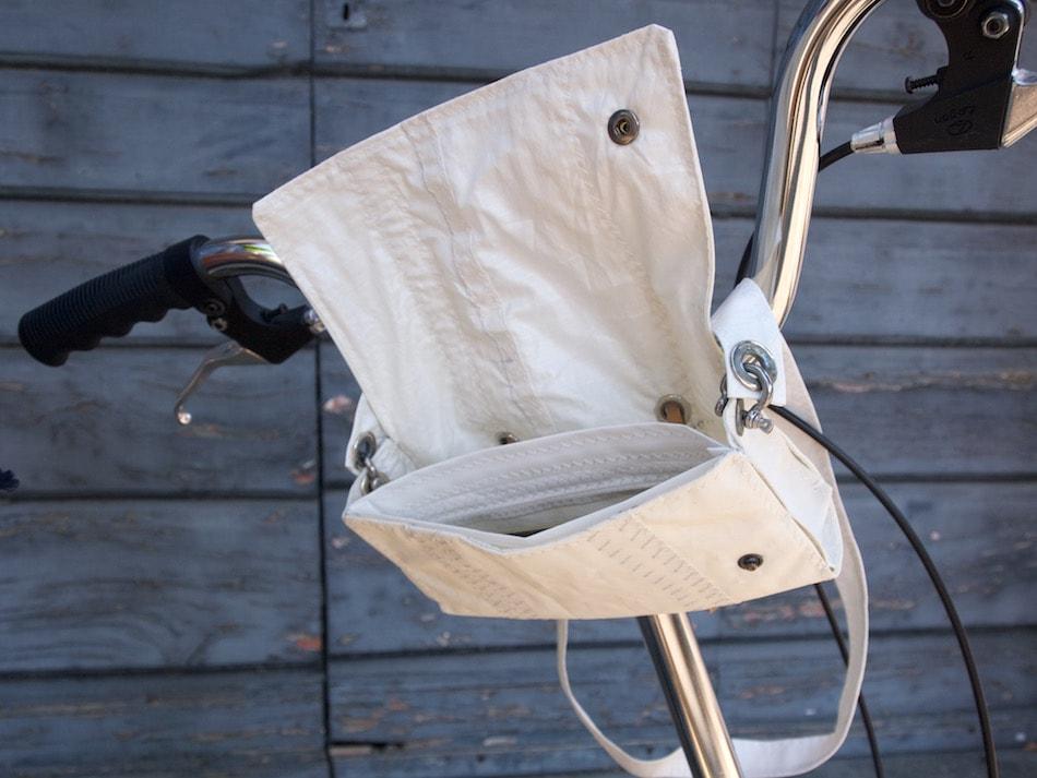 La pochette in vela che puoi fissare alla bicicletta